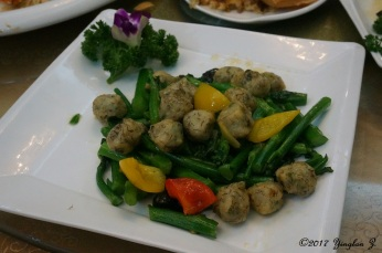 Vegetables w/ hand-made fish-balls