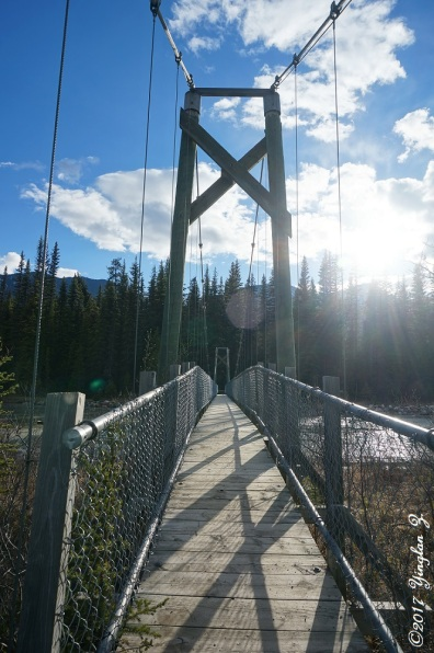 Horizontal lines on the bridge to Dog Lake
